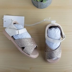 NEW Baby Girl SANDALS cream and gold, Size 6 = 6c